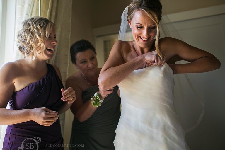 L'Auberge Weddings ~ the bride gets ready in her room