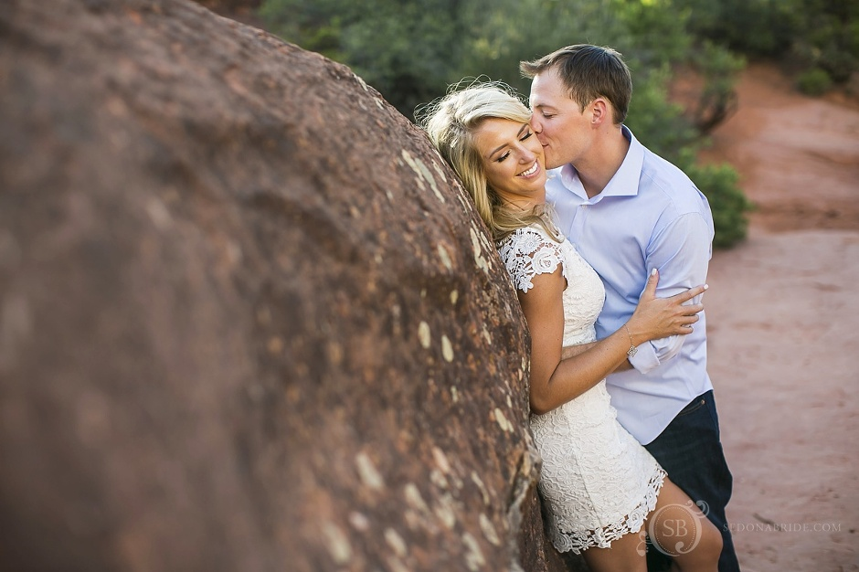 engagement session in the red rocks