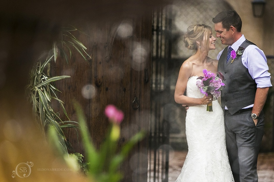 Tlaquepaque Sedona Wedding Portraits near the fountain - Contact us to begin planning your Sedona wedding! srcset=