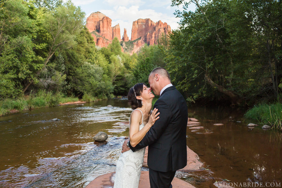 Intimate Sedona elopement at Red Rock Crossing Newlyweds enjoy their first moments of being wed!